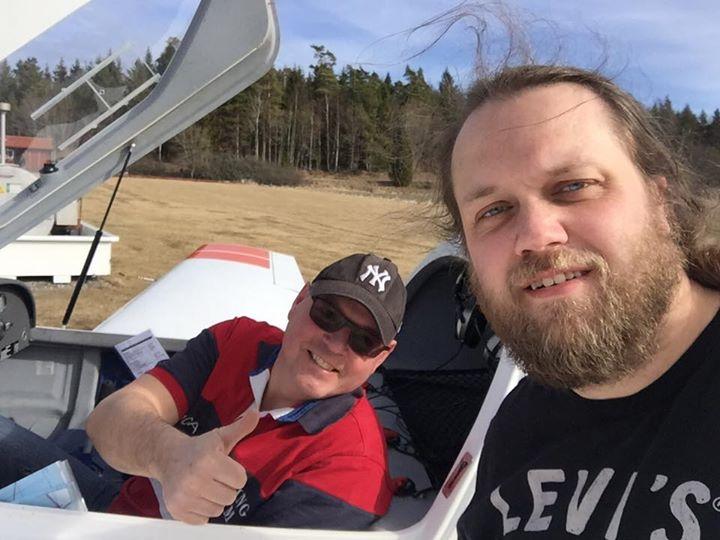 Fin vårdag för första ensamflygningen - David Nilsson flög solo idag för första gången. Grattis! Bra fluget! Vem mer vill flyga?